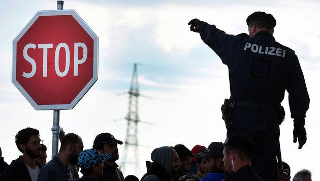 """Verwirrung um """"Aufnahmestopp"""" in Österreich (Bild: APA/EPA/HERBERT P. OCZERET)"""