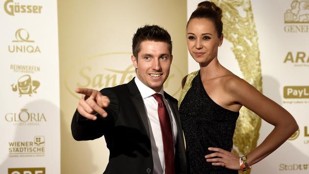 Marcel Hirscher mit Freundin Laura bei der Gala Nacht des Sports 2014 (Bild: APA/HERBERT NEUBAUER)