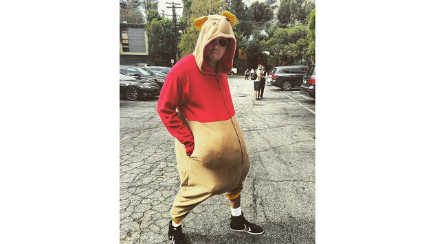 Channing Tatum schreckt auf der Halloweenparty seiner Kinder die Gäste als Puh der Bär. (Bild: Viennareport)