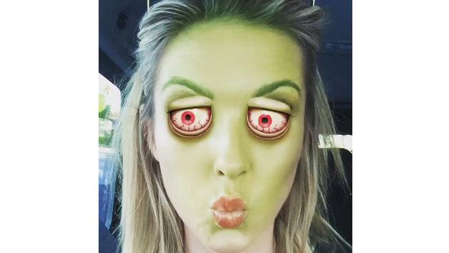 Audrina Patridge freut sich auf Instagram in Gruselmaske über Halloween. (Bild: Viennareport)