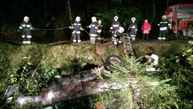 Der Wagen wurde erst in den Morgenstunden entdeckt. (Bild: Einsatzdoku.at)