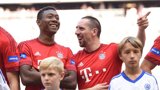 David Alaba (links) mit Franck Ribery (Bild: APA/EPA/Andreas Gebert)