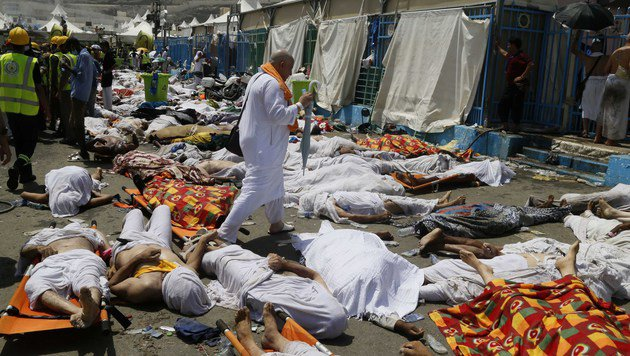 Tote Pilger nach der Massenpanik 2015 in Mekka (Bild: AP)