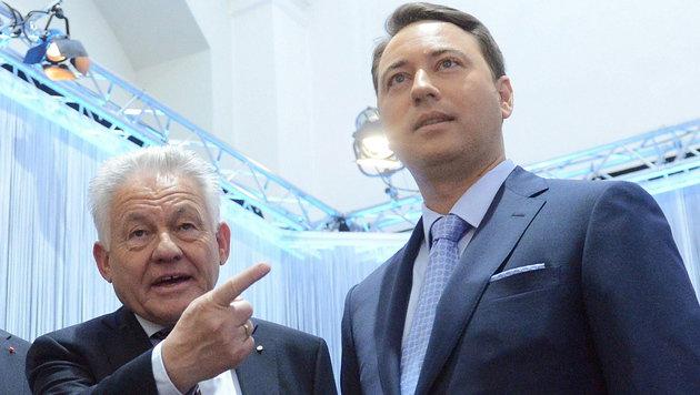 Pühringer mit Landeshauptmann-Stellvertreter Manfred Haimbuchner (FPÖ) (Bild: APA/EPA/HELMUT FOHRINGER)