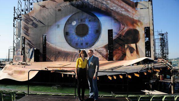 Daniel Craig und Olga Kurylenko auf der Bregenzer Seebühne (Bild: APA/Dietmar Stiplovsek)