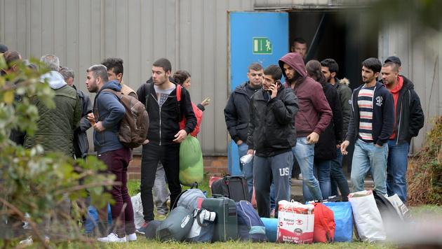 CSU will Migranten nach Österreich zurückschicken (Bild: APA/EPA/RALFHIRSCHBERGER)