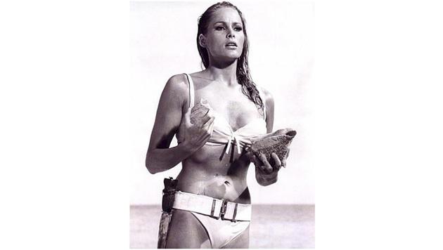 """Dieser Bikini ging in die Filmgeschichte ein: Ursula Andress als Honey Ryder in """"Dr. No"""" (Bild: Viennareport)"""