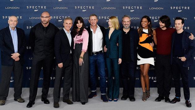 "Die Stars des ""Spectre""-Films u.a. Christoph Waltz, Monica Belluci und Daniel Craig (Bild: APA/EPA/FACUNDO ARRIZABALAGA)"