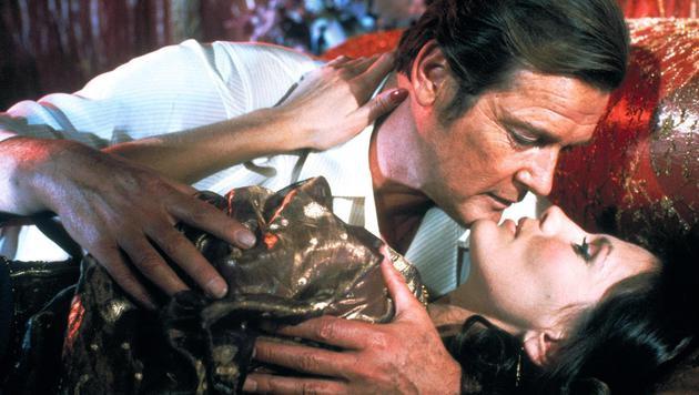 """Roger Moore verführte in """"Octopussy"""" das gleichnamige Bond-Girl Maud Adams. (Bild: Viennareport)"""