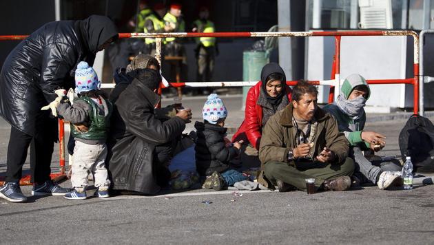 Lage in Spielfeld bleibt weiterhin angespannt (Bild: APA/EPA/GYORGY VARGA)