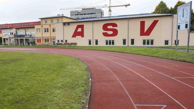 Der Sportplatz in Salzburg-Itzling: Unschuldige Vereinsmitglieder müssen für Ex-Vorstand büßen. (Bild: MARKUS TSCHEPP)