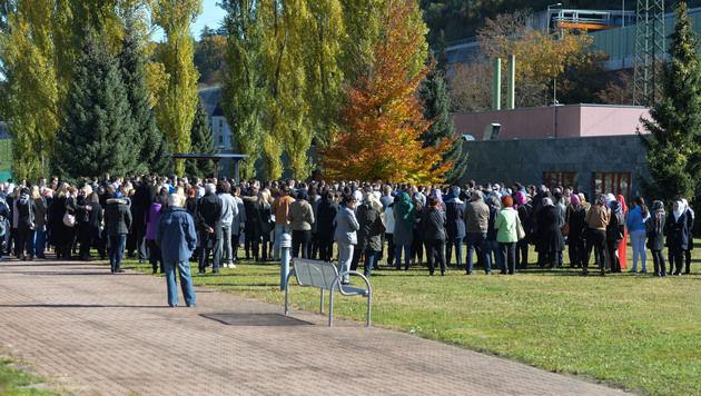 Hunderte begleiteten Ena auf ihrem letzten Weg (Bild: zeitungsfoto.at/Liebl Daniel)