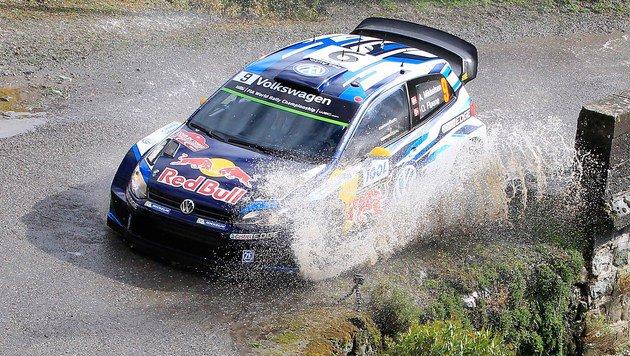 Unfall kurz vor Ziel! Ogier verpasst Sieg knapp (Bild: APA/AFP/PASCAL POCHARD-CASABIANCA)