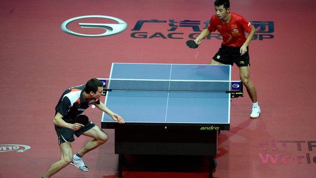Fegerl im Halbfinale gegen Olympiasieger Zhang Yike (Bild: APA/EPA/Bartlomiej Zborowski)