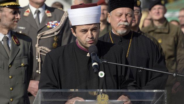 Premiere bei der Angelobung: Imam Abdulmedzid Sijamhodzic hielt eine Rede am Heldenplatz. (Bild: APA/HANS PUNZ)