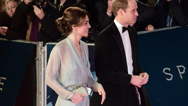 Kate und William bei der Bond-Premiere (Bild: AFP)