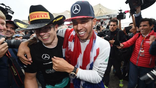 "Fair! Nach dem ""Kapperl-Eklat"" kam die Gratulation (Bild: AFP)"
