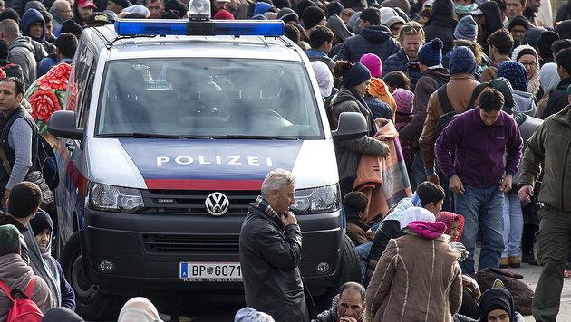 Flüchtlingskrise bringt unsere Polizei ans Limit (Bild: APA/ERWIN SCHERIAU)