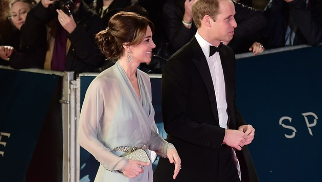 Kate und William bei der Bond-Premiere (Bild: AFP)