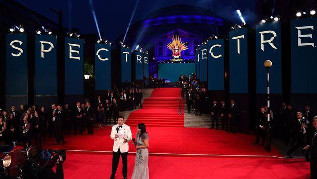 Für das Schaulaufen am roten Teppich ist vor der Royal Albert Hall schon alles vorbereitet. (Bild: AFP)
