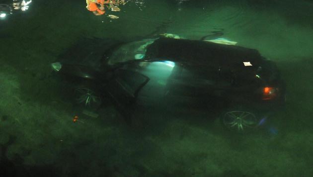 Tiroler retten Unfallopfer aus versunkenem Auto (Bild: ZOOM-TIROL)