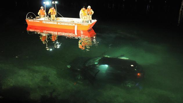 Drei Meter tief sank der Golf auf den Grund des Achensees. (Bild: ZOOM-TIROL)