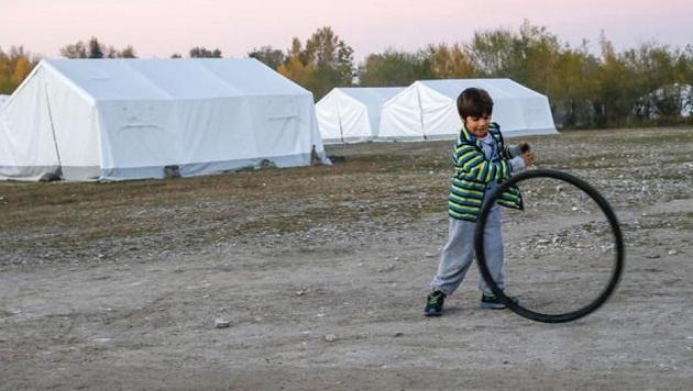 In diese Zelte kommen die Transitflüchtlinge, bevor es weiter geht. (Bild: Markus Tschepp)