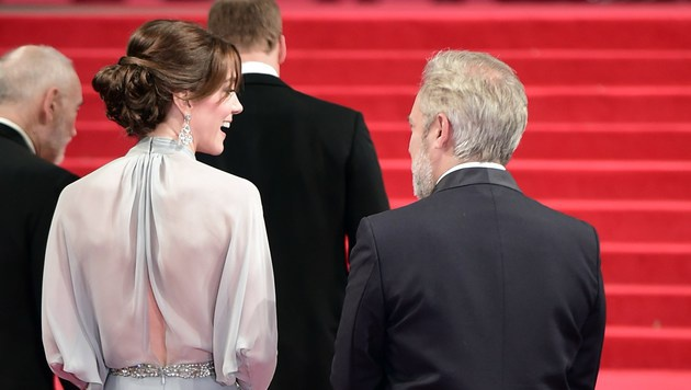 Kate mit Sam Mendes vor der Bond-Premiere (Bild: AFP)
