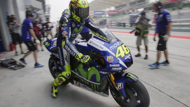 Rossi schwört Rache an Marquez und Lorenzo (Bild: APA/EPA/FAZRY ISMAIL)