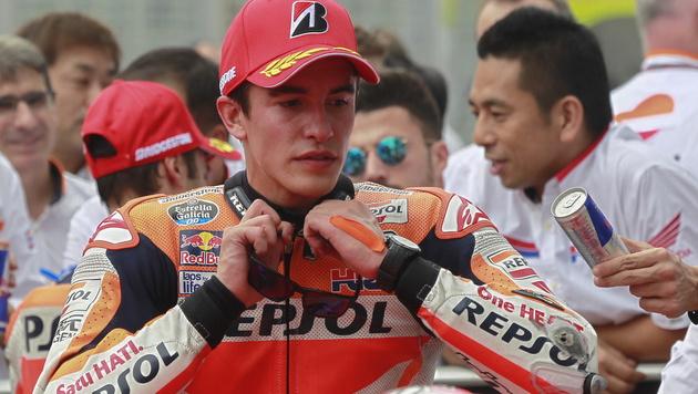 Rossi schmeißt Rivalen Marquez aus seiner Firma (Bild: APA/EPA/FAZRY ISMAIL)