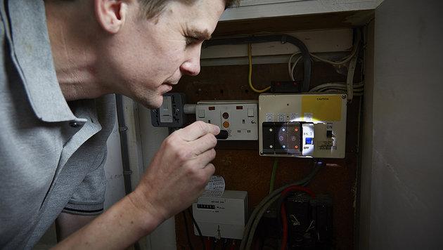 Schaden am Stromnetz: Pensionist sitzt im Dunklen (Bild: thinkstockphotos.de)