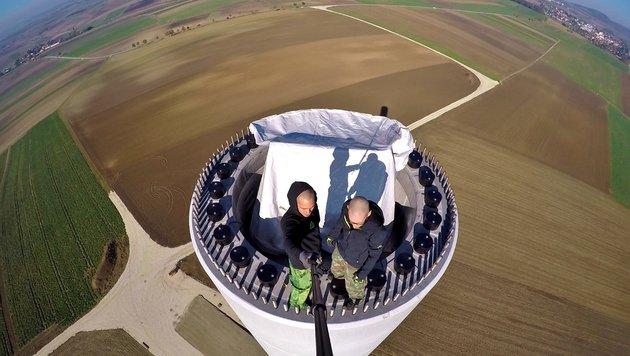 """""""135 Meter hoch: Roofer mit neuem crazy Clip (Bild: UrbanMonkeys)"""""""