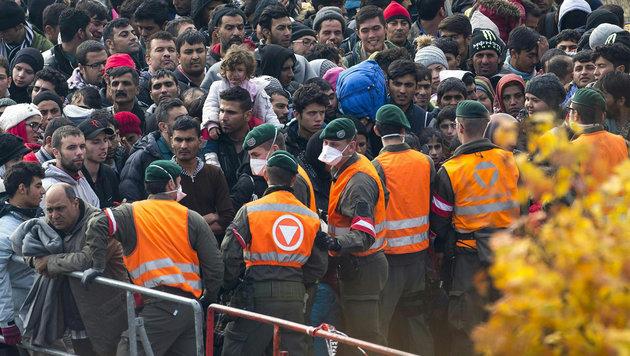 Grenzeinsatz lähmt das Bundesheer (Bild: APA/EPA/ERWIN SCHERIAU)