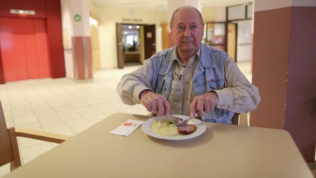 Franz Loibl schmeckt das Essen so gar nicht. (Bild: Gerhard Bartel)