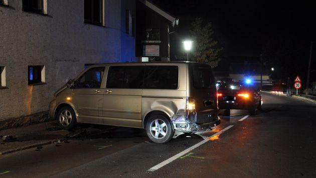 Das von der Polizei in Tschechien gestoppte Fluchtfahrzeug (Bild: APA/POLZEI)