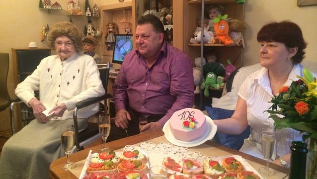 Katharina Zimmermann feiert mit ihrer Familie ihren 106. Gbeurtstag. (Bild: Erich Schönauer)
