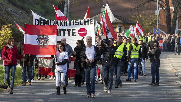 Demo in Spielfeld ++ Heer schickt weitere Soldaten (Bild: APA/ERWIN SCHERIAU)