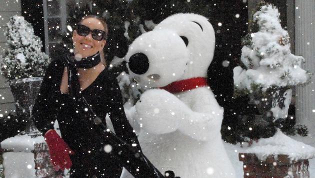 Aber auch Mariah Carey kuschelte schon mit Snoopy. (Bild: AP)
