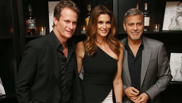 Dabei sind Rande Gerber, Cindy Crawford und George Clooney ein eingeschworenes Team. (Bild: Joel Ryan/Invision/AP)