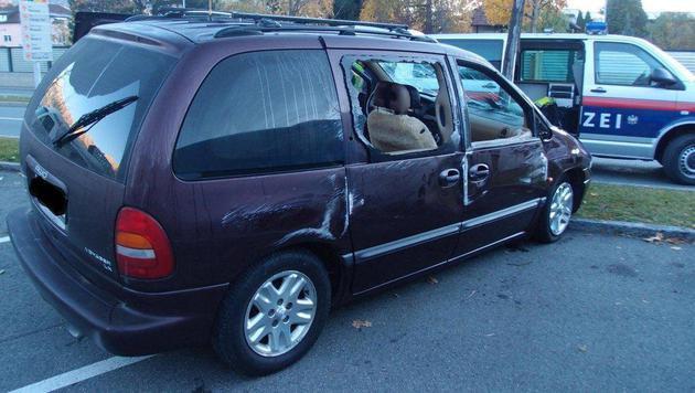 Der Wagen überschlug sich, trotzdem raste der Lenker weiter. (Bild: zeitungsfoto.at/Daniel Liebl)