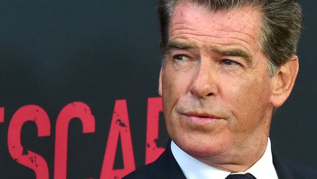 Pierce Brosnan ist nicht nur Schauspieler, sondern auch Feuerschlucker. (Bild: AFP)