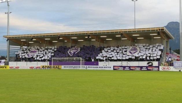 Den Spielern ist die Fan-Unterstützung gewiss - nur Stöger und Windischbauer stehen im Fadenkreuz. (Bild: Daniel Scharinger)