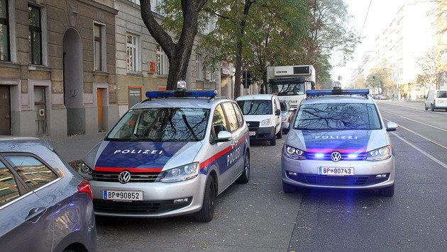 Die Polizei am Tatort (Bild: Andi Schiel)