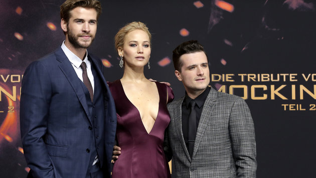 Jennifer Lawrence mit Liam Hemsworth und Josh Hutcherson in Berlin (Bild: AP)