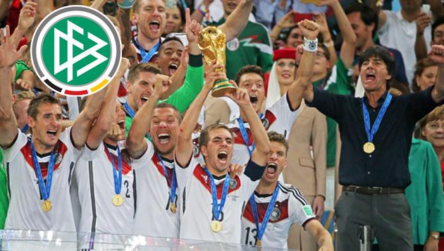 Wie König Fußball sogar die Politik beeinflusst (Bild: APA/EPA/DIEGO AZUBEL)