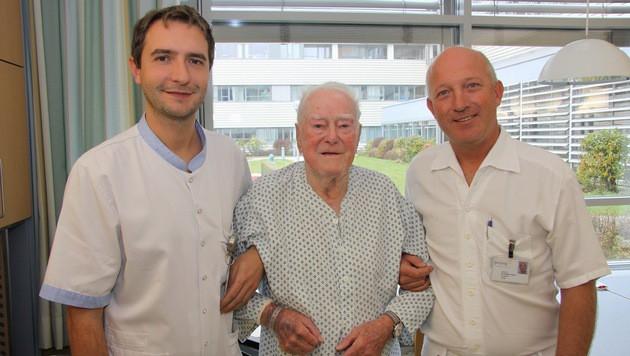 Pfleger Mario Lang, Alois Neuhofer und Chirurg Stefan Huber (Bild: Gespag)