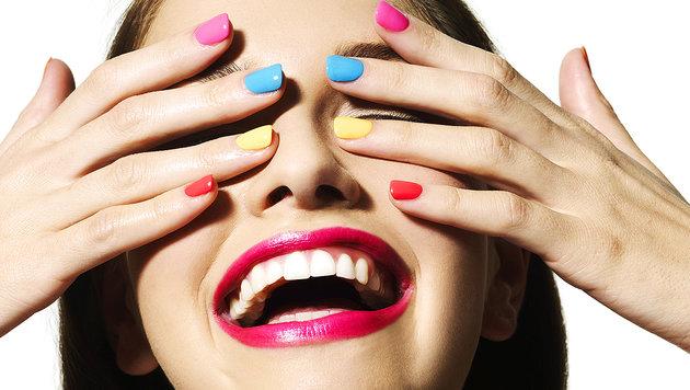 """""""Nails"""": Fingernagel ändert Farbe auf Knopfdruck (Bild: thinkstockphotos.de)"""