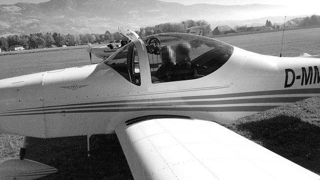 Ortschef Karl Markut machte noch vor dem Start ein Foto des Flugzeugs. (Bild: Karl Markut)