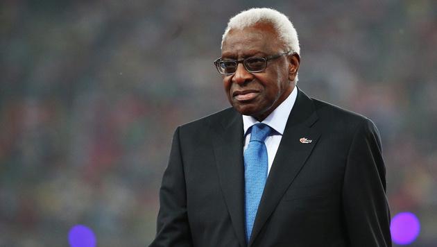 Der frühere IAAF-Präsident Lamine Diack im Visier der Ermittler (Bild: APA/EPA/WU HONG)