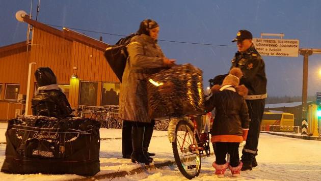 Immer mehr Flüchtlinge überqueren jetzt mit dem Fahrrad die norwegisch-russische Grenze. (Bild: Twitter.com)